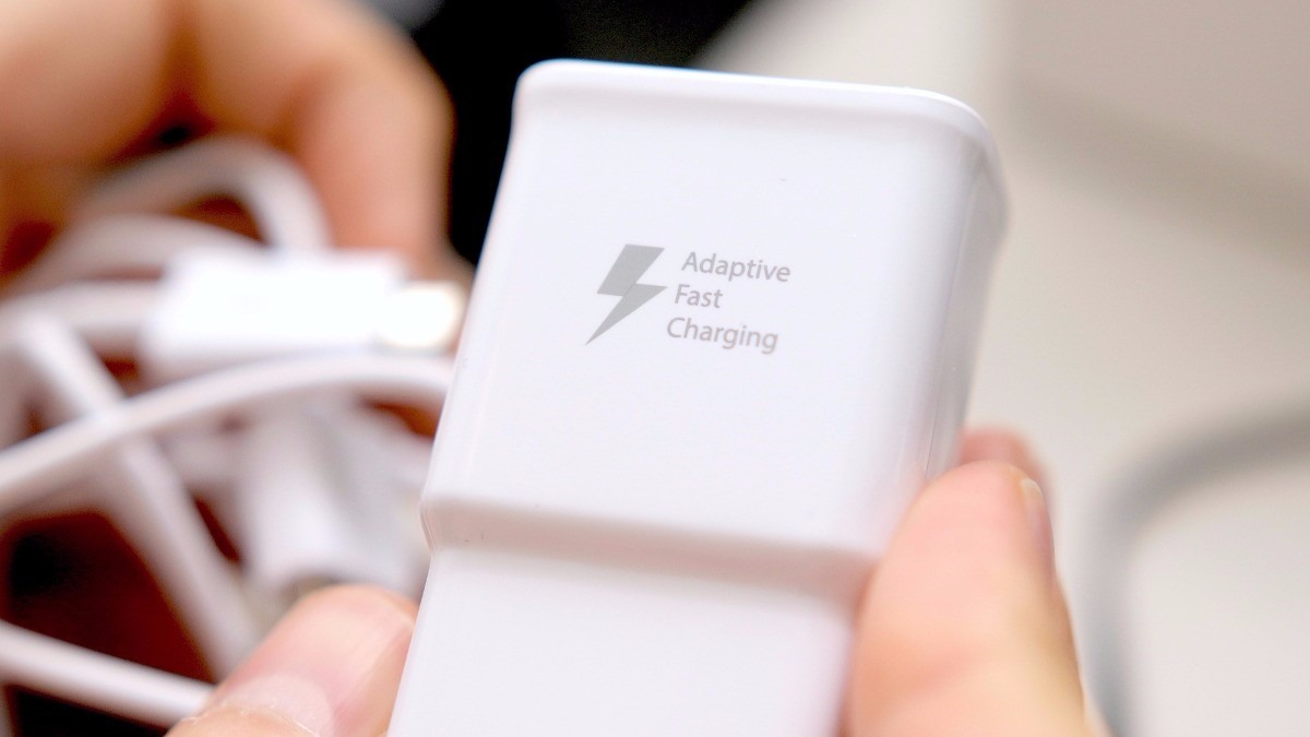 Samsung's New Graphene Battery Technology Can Fully Charge a